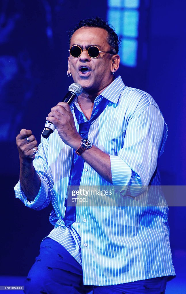 Indian Bollywood musician Remo Fernandes performs during the Tassel Fashion and Lifestyle Awards 2013 in Mumbai late July 8, 2013. AFP PHOTO/STR