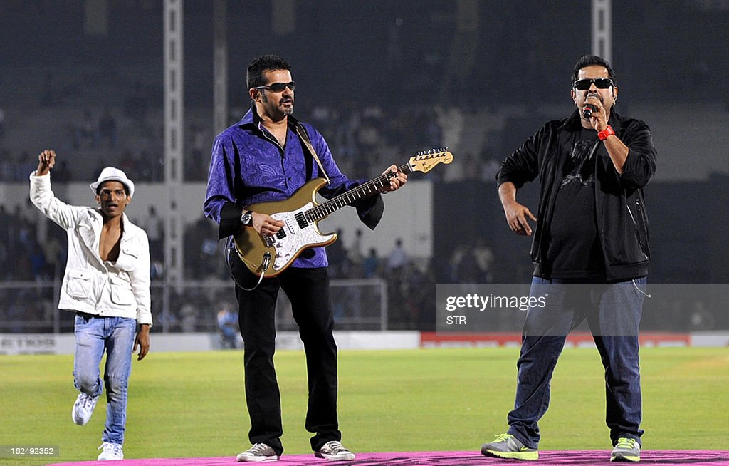 Indian Bollywood musicians and singers Shankar Mahadevan (R) and Ehsaan Noorani (C) perform during the grand opening ceremony of the Toyota University Cricket Championship (TUCC) first match of the season in Mumbai on February 23, 2013.