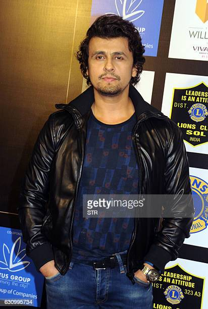 Indian Bollywood playback singer Sonu Nigam poses as he attends the Lions Gold Awards 2016 in Mumbai late January 4 2017 / AFP / STR