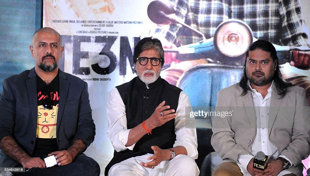 Indian Bollywood playback singer Vishal Dadlani (L), actor Amitabh Bachchan (C) and director Clinton Cerejo attend the music launch for Hindi film Te3n in Mumbai on May 27, 2016. / AFP / -