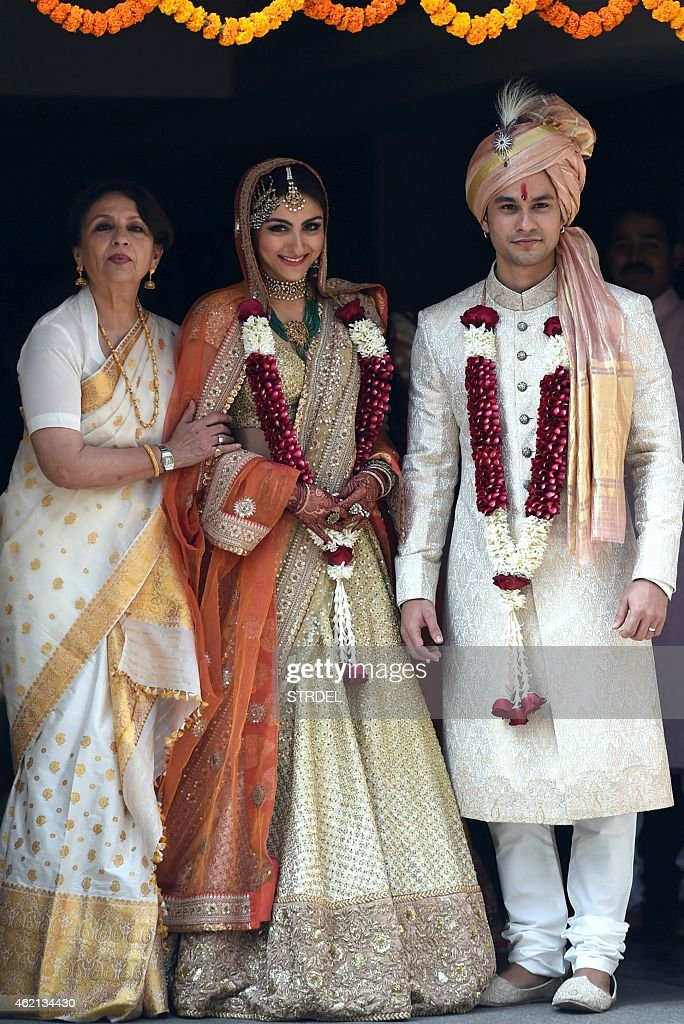 Indian Bollywood veteran actress Sharmila Tagore (L) poses during the wedding of Soha Ali Khan (C) and Kunal Khemu (R) in Mumbai on January 25, 2015.