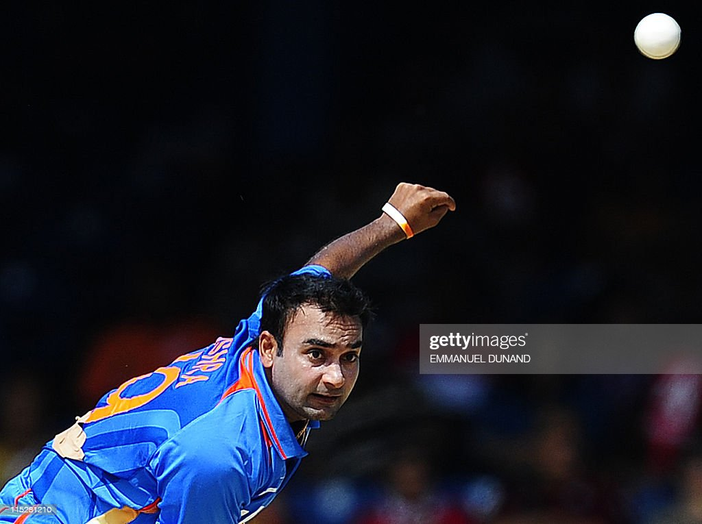 Indian bowler Amit Mishra bowls during t : News Photo