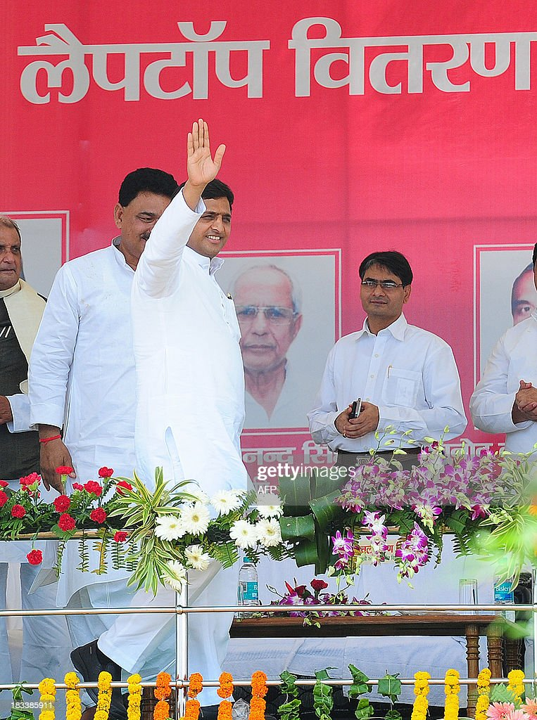 Indian chief minister of Utar Pradesh, Akhilesh Yadav, waves to students during a laptop distribution function in Allahabad on October 6, 2013. Yadav is a member of the socialist leaning Samajwadi Party. AFP PHOTO/ SANJAY KANOJIA