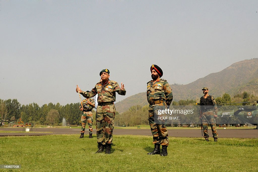 Indian Chief of Northern Command, Lt General Sanjiv Chachra (C), speaks during a press conference at the Army headquarters in Srinagar on October 8, 2013. Indian army called off a two-week long battle with suspected rebels killing eight of them near the defacto border in Kashmir that divides the territory between India and Pakistan. AFP PHOTO/ Rouf BHAT