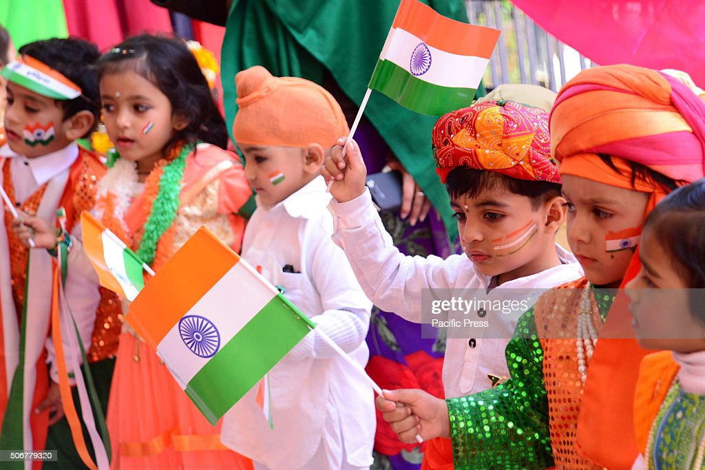 Indian children paint the tricolor of Indian flag on their ...