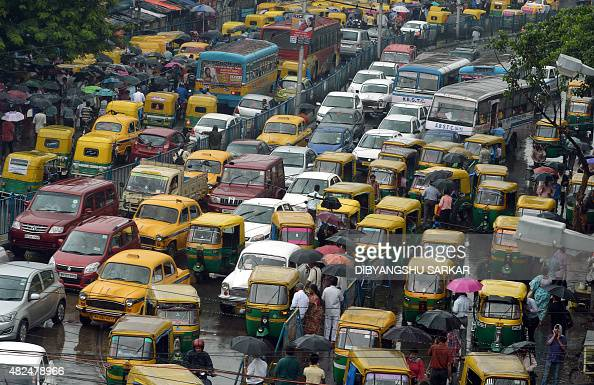 Indian commuters cross the road amid heavy rush hour traffic in Kolkata on July 31 2015 AFP PHOTO/ Dibyangshu Sarkar