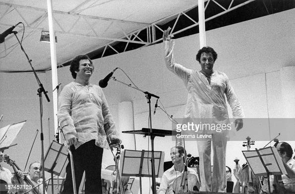 Indian conductor Zubin Mehta and IsraeliAmerican violinist Itzhak Perlman in concert circa 1990