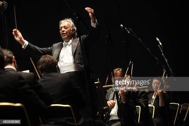 Indian conductor Zubin Mehta performs on stage during the 'Second Festival Jardins de Pedralbes' on June 12 2014 in Barcelona Spain on June 12 2014...