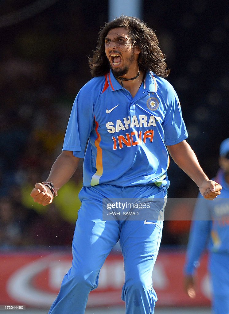 Indian cricketer Ishant Sharma dismissing West Indies batsman Marlon Samuels during the fourth match of the Tri-Nation series between India and West Indies at the Queen's Park Oval in Port of Spain on July 5, 2013. India have scored 311/7 at the end of their innings. AFP PHOTO/Jewel Samad