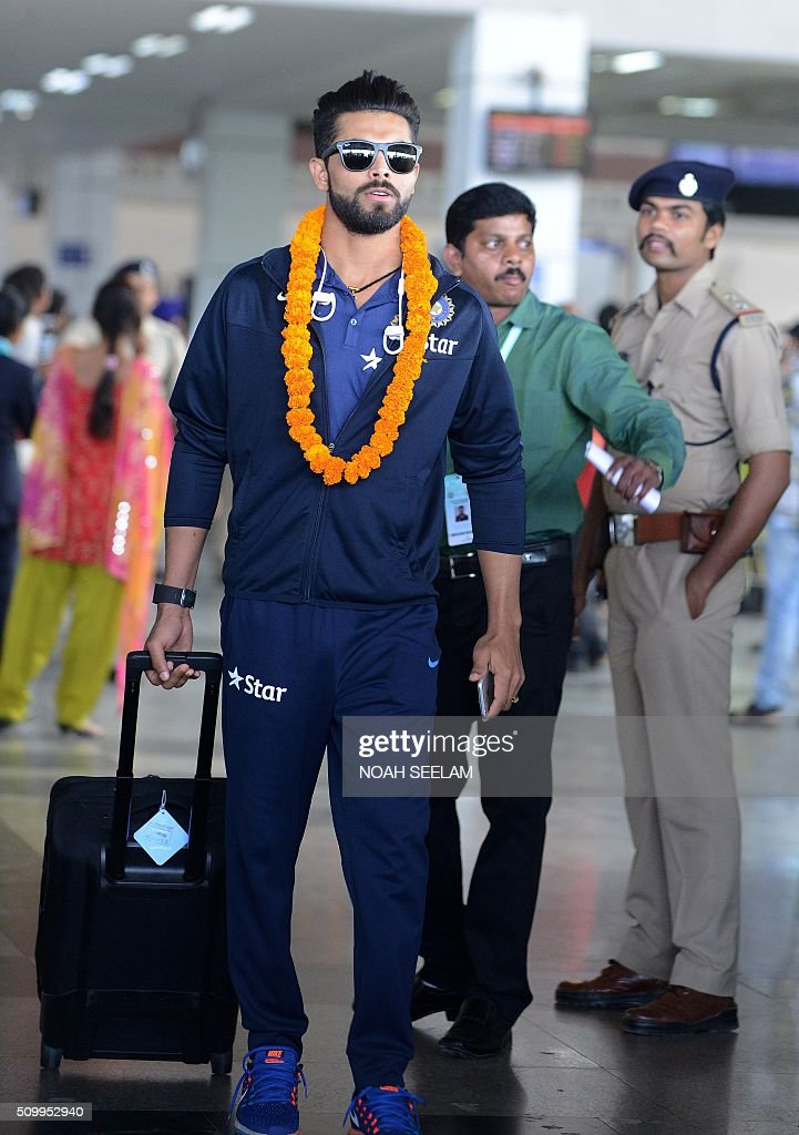 Indian cricketer Ravindra Jadeja arrives at the airport in Visakhapatnam on February 13, 2016.The third T20 international match between India and Sri Lanka will be played on February 14. AFP PHOTO / Noah SEELAM. ---- IMAGE RESTRICTED TO EDITORIAL USE - STRICTLY NO COMMERCIAL USE ---- / AFP / NOAH SEELAM