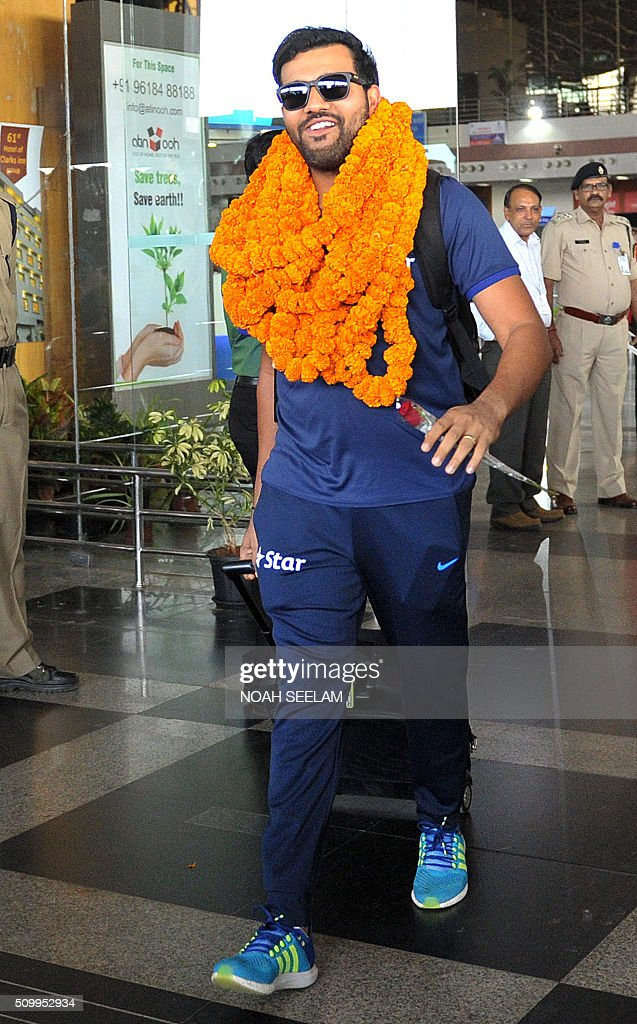 Indian cricketer Rohit Sharma arrives at the airport in Visakhapatnam on February 13, 2016.The third T20 international match between India and Sri Lanka will be played on February 14. AFP PHOTO / Noah SEELAM. ---- IMAGE RESTRICTED TO EDITORIAL USE - STRICTLY NO COMMERCIAL USE ---- / AFP / NOAH SEELAM