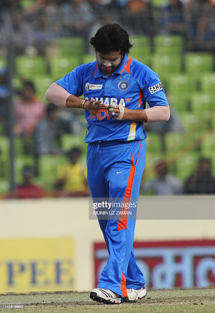 Indian cricketer Sachin Tendulkar looks at an injury during the one day international (ODI) Asia Cup cricket match between India and Pakistan at The Sher-e-Bangla National Cricket Stadium in Dhaka on March 18, 2012. AFP PHOTO/Munir uz ZAMAN