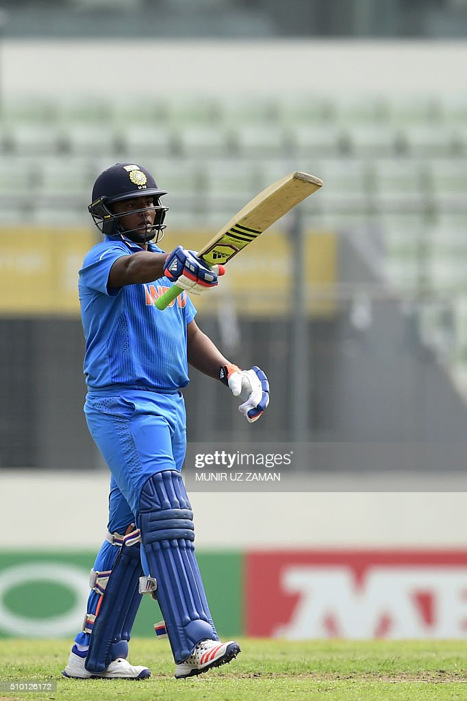 Indian cricketer Sarfaraz Khan acknowledges the crowd after a half century (50 runs) during the under-19s World Cup cricket final between India and West Indies at the Sher-e-Bangla National Cricket Stadium in Dhaka on February 14, 2016. AFP PHOTO/Munir uz ZAMAN / AFP / MUNIR UZ ZAMAN