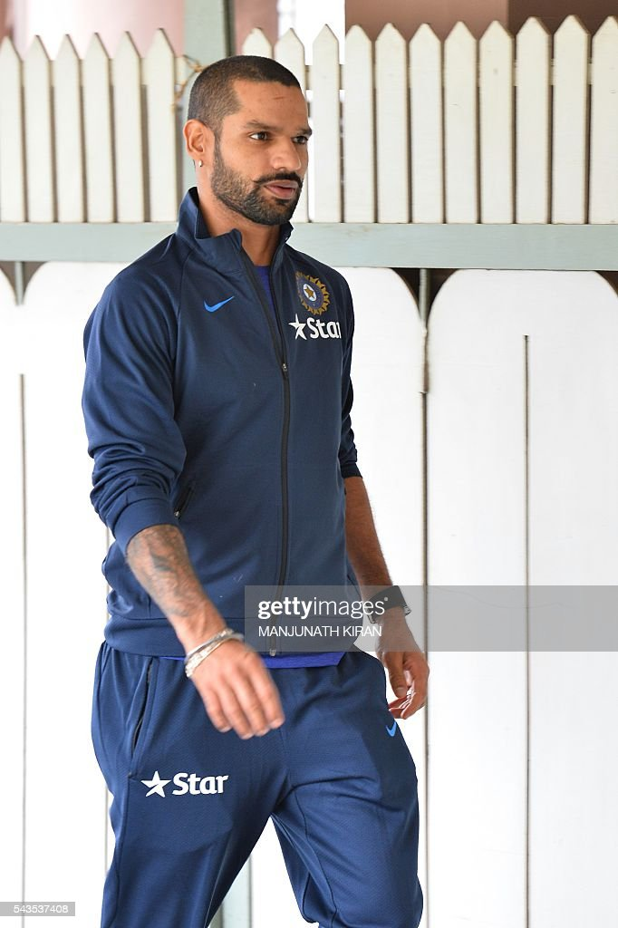 Indian cricketer Shikhar Dhawan arrives at the National Cricket Academy (NCA) where the Indian cricket team is taking part in a preparatory camp before their West Indies tour, in Bangalore on June 29, 2016. / AFP / Manjunath Kiran