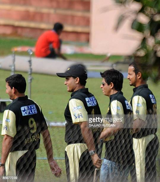 Indian cricketers Ajit Agarkar Sourav Gangualy Indian film actor and Knight Riders team owner Shah Rukh Khan and cricketer Murali Kartik shoot for an...