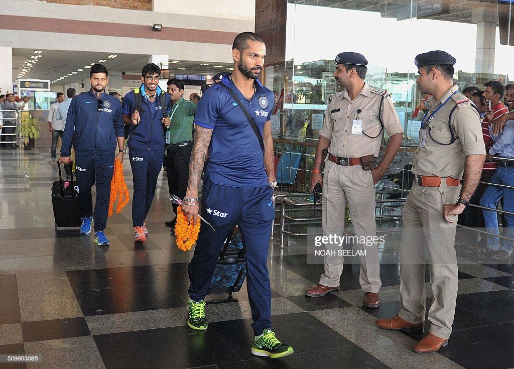 Indian cricketers Shikhar Dhawan(C) and Suresh Raina (L) arrive at the airport in Visakhapatnam on February 13, 2016.The third T20 international match between India and Sri Lanka will be played on February 14. AFP PHOTO / Noah SEELAM. ---- IMAGE RESTRICTED TO EDITORIAL USE - STRICTLY NO COMMERCIAL USE ---- / AFP / NOAH SEELAM