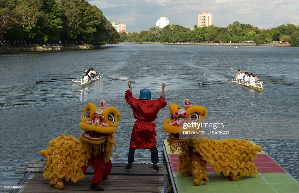 Indian dancers of Chinese origin perform a traditional dance during a dragon boat festival in Kolkata on June 26, 2016. China's consulate general organised the day-long program along with other cultural activities to promote Indo-Chinese cultural exchanges. / AFP / DIBYANGSHU