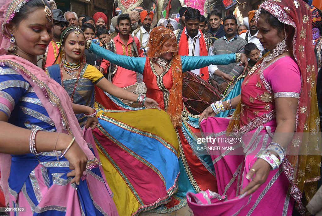 Indian dancers perform during a procession to mark the 661st anniversary of the birth of Hindu guru Bawa Lal Dayal Maharaj in Amritsar on February 9, 2016. Bawa Lal Dayal Maharaj, a popular leader of his time, is especially revered by devotees of a temple in the town of Dhyanpur, some 45 kms north of Amritsar. AFP PHOTO/NARINDER NANU / AFP / NARINDER NANU