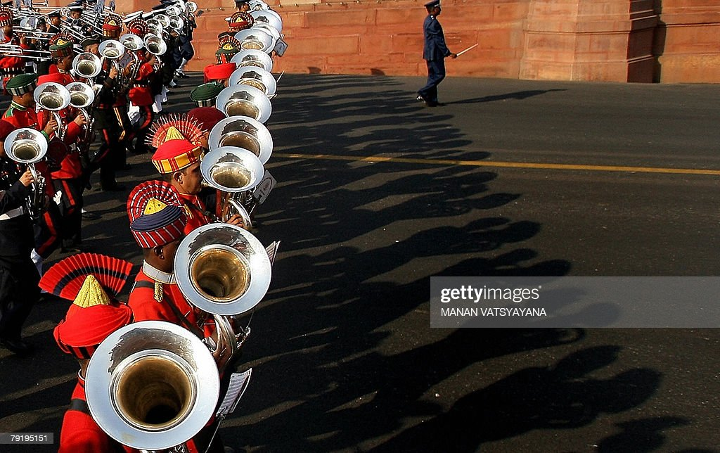 Indian defence services band rehearse during the media preview of the 'Beating the Retreat' ceremony in New Delhi, 24 January 2008 ahead of the Republic day celebrations. The country wide preparations are picking up to celebrate India's upcoming 59th Republic Day, with French President Nicolas Sarkozy bieng the chief guest of the parade. AFP PHOTO/ Manan VATSYAYANA