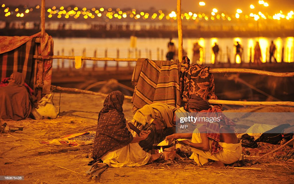 Indian devotees prepare food on the banks of river Ganga during the Maha Kumbh festival in Allahabad on February 7, 2013. The Kumbh Mela in the town of Allahabad will see up to 100 million worshippers gather over 55 days to take a ritual bath in the holy waters, believed to cleanse sins and bestow blessings. AFP PHOTO/Sanjay KANOJIA