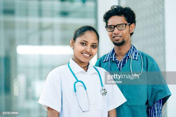 Indian médicos en un Hospital