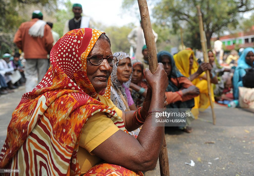Indian farmers sit during the third day of a protest rally near the Indian Parliment in New Delhi on March 20, 2013. The farmers were protesting against government procuring land for setting up industry and not providing enough subsidy to farmers along with several other grievances. AFP PHOTO/ Sajjad HUSSAIN
