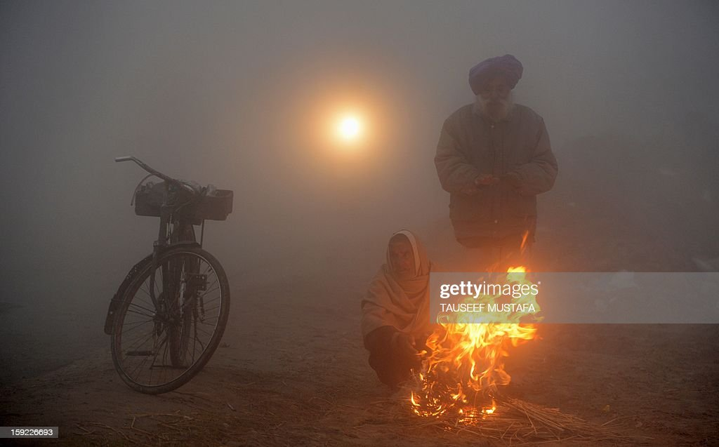 Indian farmers warm themselves around a fire during a dense fog along the India-Pakistan border in Suchit-Garh, 36 kms southwest of Jammu on January 10, 2013. The beheading of an Indian soldier may have sparked a war of words between Delhi and Islamabad but the two nuclear rivals are both determined to prevent it from wrecking a fragile peace process. Two Indian soldiers died after a firefight erupted in disputed Kashmir on Tuesday as a patrol moving in fog discovered Pakistani troops about 500 metres (yards) inside Indian territory, according to the Indian army. AFP PHOTO/Tauseef MUSTAFA
