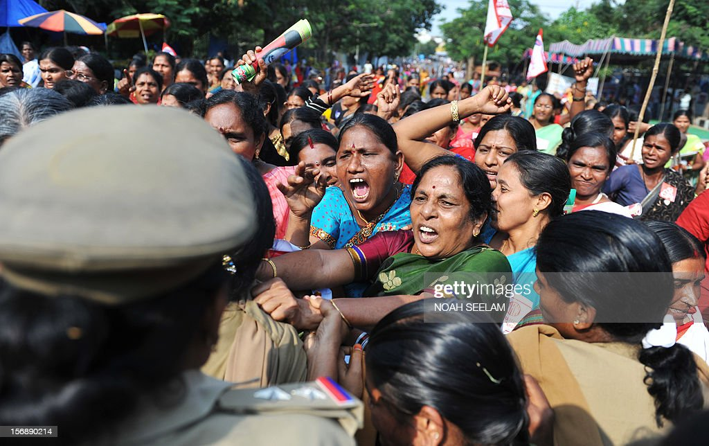 Indian female police attempt to stop members of National Federation of Indian Women (NFIW) during a protest against the increasing violence against women in the country in Hyderabad on November 24, 2012. NFIW demands action against the recent rise of violence and oppression against women. AFP PHOTO / Noah SEELAM