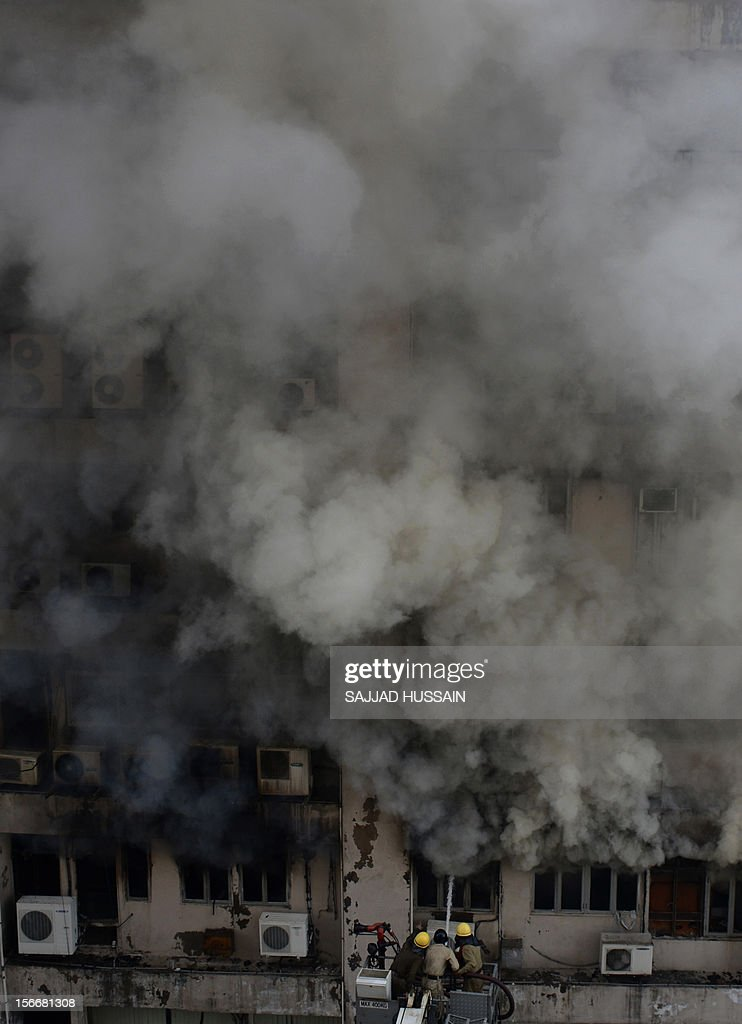 Indian firefighters fight a blaze that broke out in a fifteen story building in New Delhi early November 19, 2012. No casualities were reported in the fire. AFP PHOTO/SAJJAD HUSSAIN