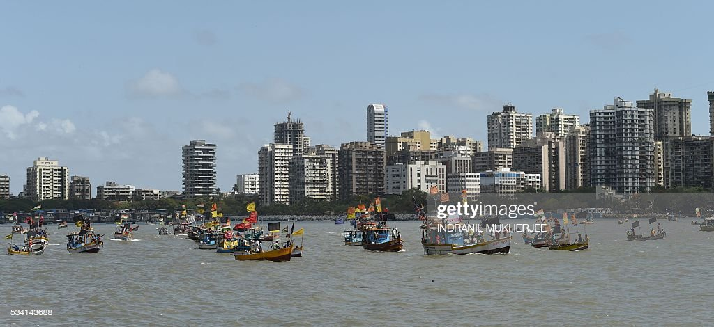 Indian fishing boats and crews take part in a 'Sea-Rally' to protest against the construction of The Chhatrapati Shivaji Memorial in the Arabian Sea off the coast of Mumbai on May 25, 2016. Some 100 fishing boats and fishermen participated in this rally to highlight the conditions which are going to arise after the construction of the proposed sea memorial for the legendary warrior Shivaji which may cause adverse effects to the livelihood of fishermen. / AFP / INDRANIL