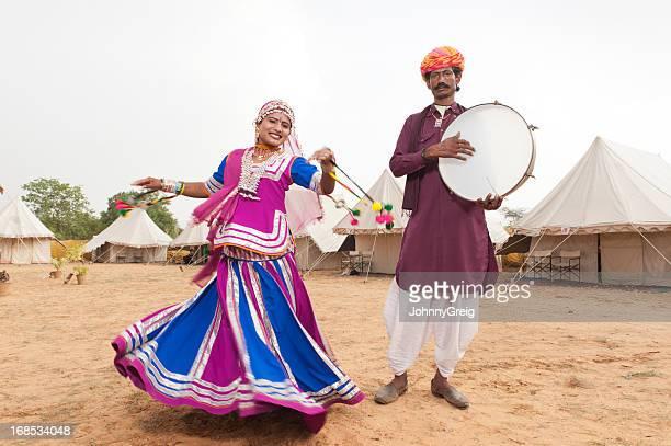Indienne danse folklorique et Musicien