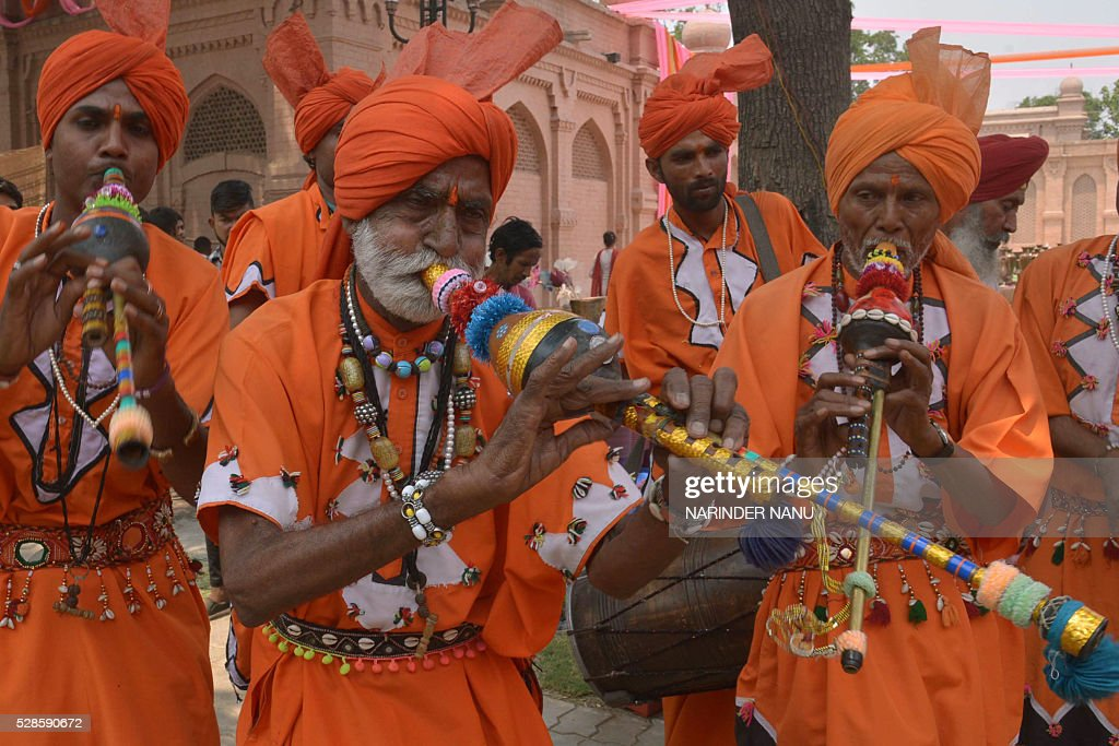 Indian folk musicians from Haryana play traditional instruments during the inauguration ceremony of the 'Amritsar Heritage Fair' in Amritsar on May 6, 2016. Hundreds of exhibitors from across the country are visiting the city to display their products during the fair which runs from May 6-20, in the northern Indian city. / AFP / NARINDER