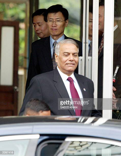 Indian Foreign Minister Yashwant Sinha leaves as his South Korean counterpart Yoon Young Kwan waits for his car after a courtesy call on Cambodian...
