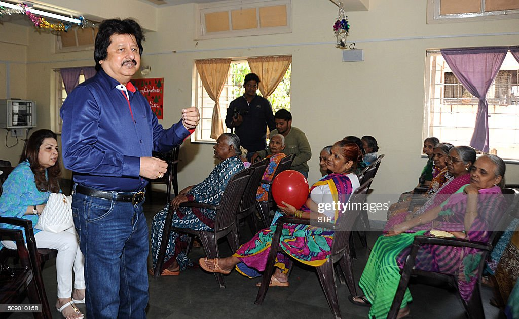 Indian Ghazal maestro Pankaj Udhas (L) visits an old people's home for a concert to mark his 35 years in show business in Mumbai on February 8, 2016. AFP PHOTO / AFP / STR