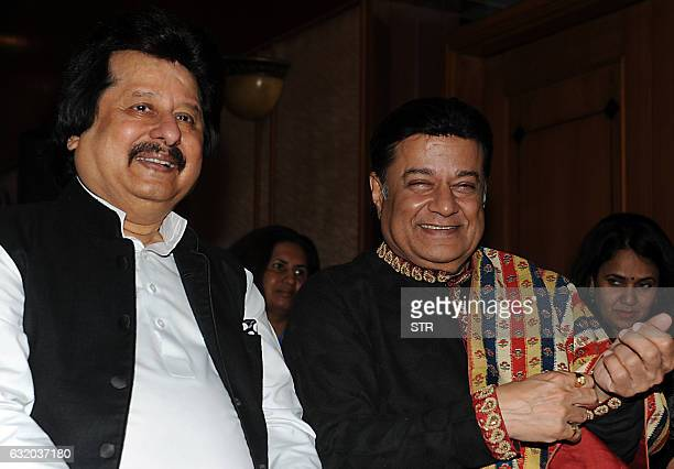 Indian ghazal singer Pankaj Udhas and bhajan singer Anup Jalota look on during a promotional event in Mumbai on late January 18 2017 / AFP / STR