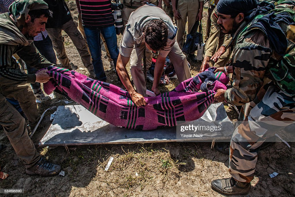 Indian government forces carry the body of a local rebels killed in a gun battle between militants and Indian government forces on May 27, 2016 in Khonchpur, 40 kilometers (25 miles) west of Srinagar, the summer capital of Indian administered Kashmir, India. Six rebels and an Indian army soldier were killed in two separate gun battles in the north Kashmir just four days after the Indian police claimed to have gunned down two unidentified militants in Sarai Bala area of Srinagar, a claim contested by the locals who say they were just students putting up in the locality.