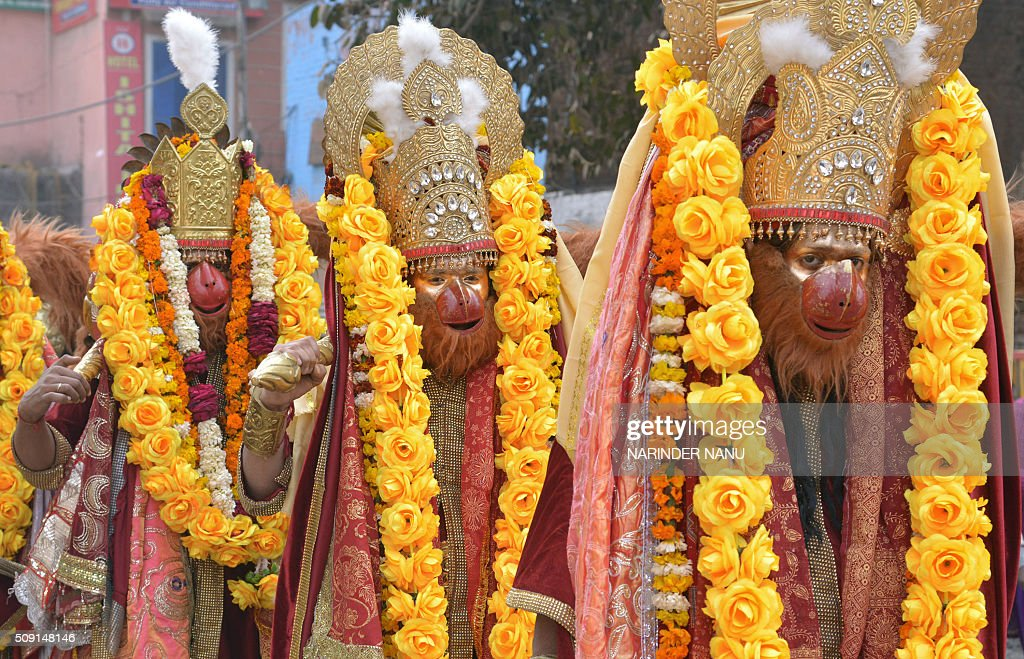 Indian Hindu devotees dressed as monkey-god Hanuman walk during a procession to mark the 661st anniversary of the birth of Hindu guru Bawa Lal Dayal Maharaj in Amritsar on February 9, 2016. Bawa Lal Dayal Maharaj, a popular leader of his time, is especially revered by devotees of a temple in the town of Dhyanpur, some 45 kms north of Amritsar. AFP PHOTO/NARINDER NANU / AFP / NARINDER NANU