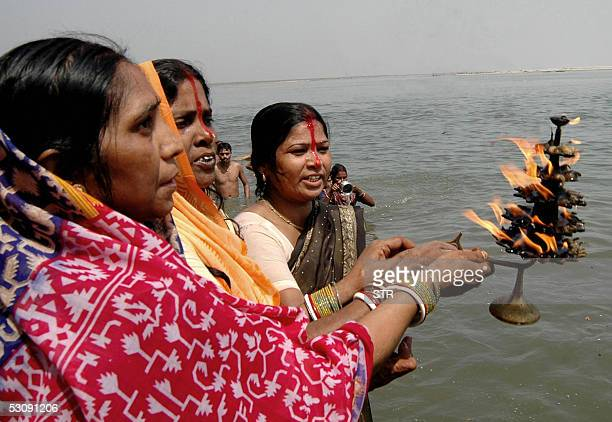 Indian Hindu devotees hold a lamp as they pray in celebration of the 'Ganga Dussehra' Festival on the banks of the River Ganges at Patna17 June 2005...