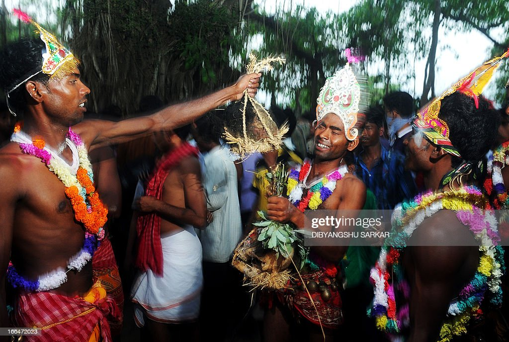 Indian Hindu devotees parade with human remains during the Shiva Gajan festival in Kurmun, a remote village some 160 kilometres (99 miles) west of Kolkata on April 13, 2013. Shiva-Gajan is a traditional festival performed on the last day of Bengali calendar year when members of the community exhume body parts from graveyards and carry them in a procession to appease Hindu Lord Shiva. AFP PHOTO/Dibyangshu SARKAR