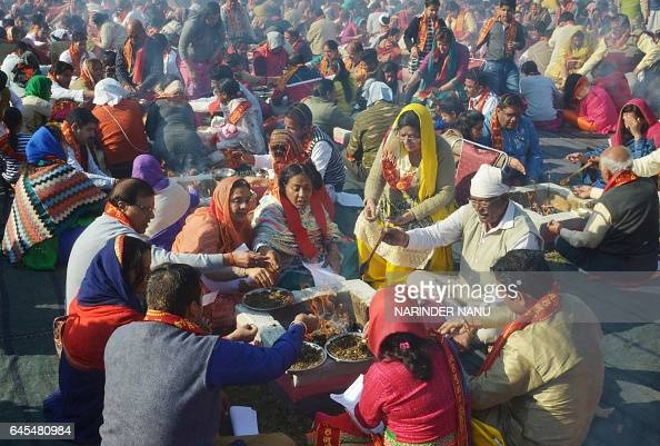 Indian Hindu devotees perform a 'Havan' or religious ritual for deployed Indian Army personnel during an event in Amritsar on February 26 2017 / AFP...