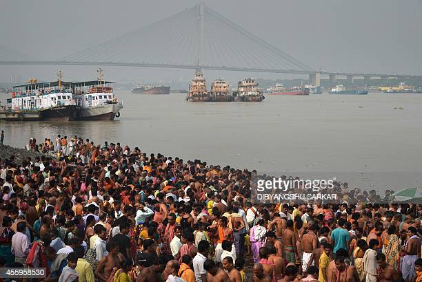 Indian Hindu devotees perform 'Tarpan' rituals to pay obeisance to their forefathers on the last day of 'Pitrupaksh' or days for offering prayers to...
