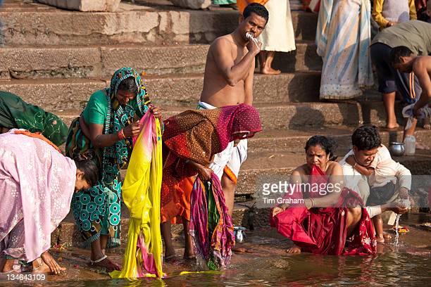 indian public bathing photos