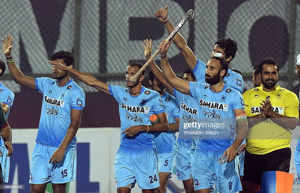 Indian hockey captain Sardar Singh (2R) acknowledges the spectators alongwith teammates after victory over Belgium during their Hero Hockey Champions Trophy 2014 quarter final match at Kalinga Stadium in Bhubaneswar on December 11, 2014. AFP PHOTO/ Prakash SINGH