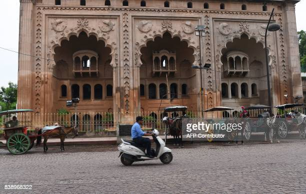 Indian horse cart owners wait for passangers outside the Bara Imambara a colossal imambara in Lucknow northern India on August 25 2017 / AFP PHOTO /...