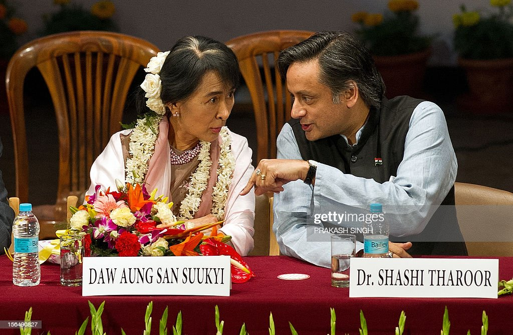 Indian Human Resource Development Minister Shashi Tharoor (R) gestures while talking to Myanmar opposition leader and National League for Democracy Chairperson Aung San Suu Kyi during her visit to Lady Sri Ram College in New Delhi on November 16, 2012. Suu Kyi is in India for a seven day visit. AFP PHOTO/ Prakash SINGH