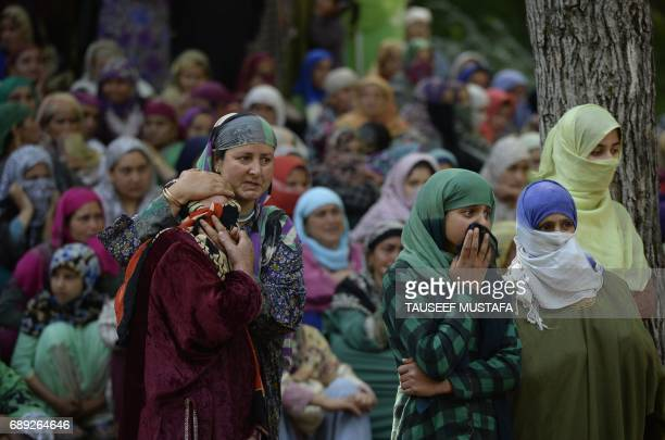Indian Kashmiri villagers watch the funeral procession of rebel commander Sabzar Ahmad Bhat in Rathsuna Tral near Srinagar on May 28 2017 Authorities...