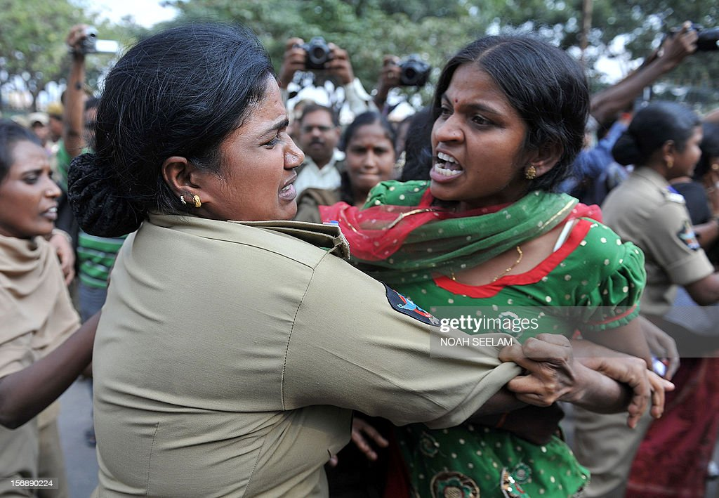 Indian members of National Federation of Indian Women (NFIW) argue with police during a protest against the increasing violence against women in the country in Hyderabad on November 24, 2012. NFIW demands action against the recent rise of violence and oppression against women. AFP PHOTO / Noah SEELAM