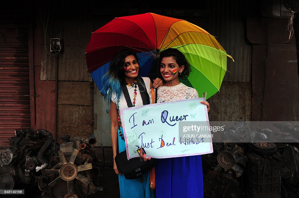 Indian members of the LGBT (Lesbian, Gay, Bisexual, Transgender) community take part in a pride parade, calling for freedom from discrimination on the grounds of sexual orientation, in Chennai on June 26, 2016. / AFP / ARUN