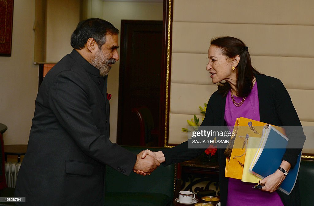 Indian Minister for Commerce and Industry, Anand Sharma (L) shakes hands with Commissioner for US Food and Drug Administration, Margaret Hamburg after a meeting in New Delhi on February 10, 2014. Margaret Hamburg is on an official visit from February 8-10 to strengthen cooperation between the regulatory bodies.