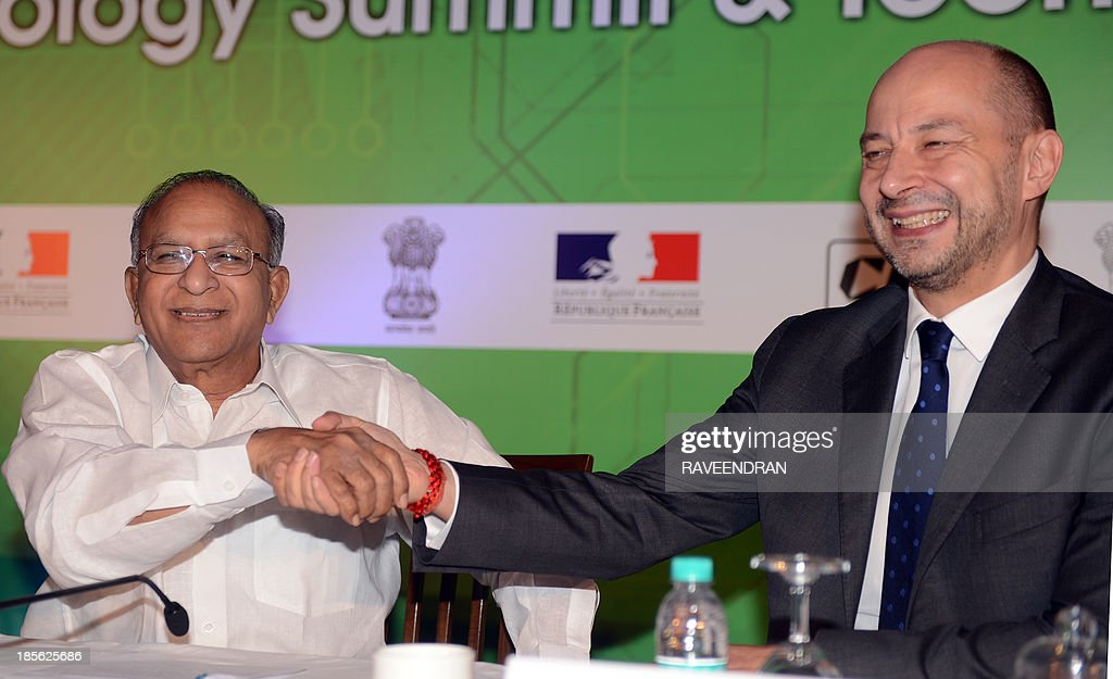 Indian Minister for Science and Technology and Earth Sciences S. Jaipal Reddy (L) shakes hands with French Ambassador to India Francois Richier during the India-France Technology Summit 2013 in New Delhi on October 23, 2013. Some 500 delegates from both countries are attending the summit organised by the French Embassy in India, the Department of Science and Technology (DST) and the Confederation of Indian Industry (CII).